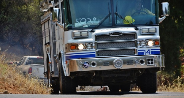 Kern County Engine rolls into Peckinpah Acres for structure prep and defense