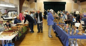 Crowd at Woodcarvers Rendezvous - photo courtesy Yosemite Sierra Visitors Bureau