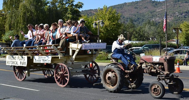 Heritage_Days_Parade_Grand_Marshals_2012