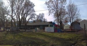 indian-springs-childrens-center-6-ext-with-sign-courtesy-maureen-walling