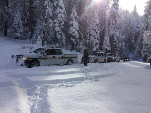 mcso-rescue-sunday-nov-27-2016-chilkoot-campground-rescue-vehicles-in-snow-courtesy-mcso