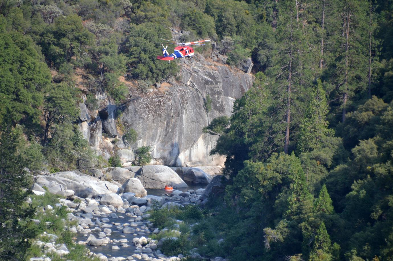 Helicopter gets water from San Joaquin at Rock Creek - photo by Gina Clugston