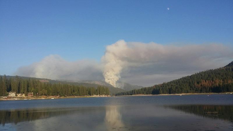 Willow Fire from Bass Lake 7-27-15 - photo by David Martinusen