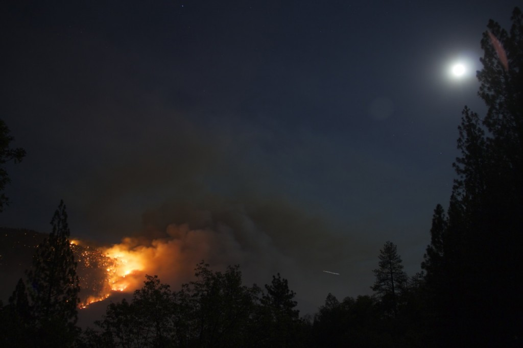 Willow fire overnight 7-29-15 - photo by John-Mark Brix