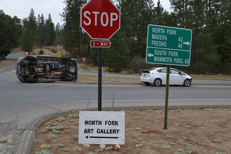 Prius vs Expedition at 3-way intersection in North Fork