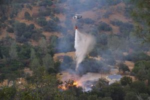 Helicopter 403 drops on Dancer Fire - photo by Gina Clugston