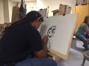 yhs-ib-art-with-katie-drawing-skulls-2016-photo-by-luci-montoya