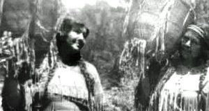 Picture of two women from the Mono tribe