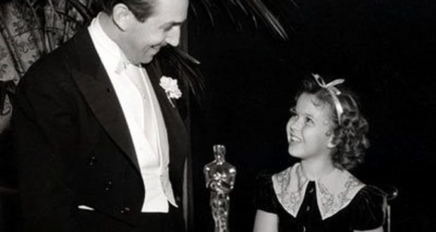 Image of Walt Disney and Shirley Temple at the Oscars.