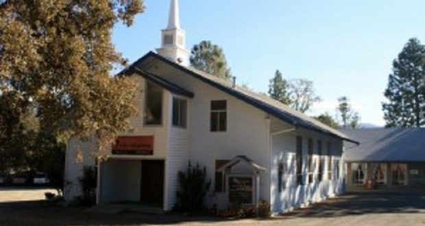 Image of the front of Grace Community Church and thrift store.