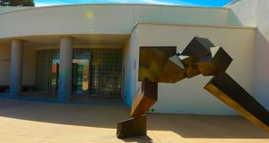 Image of the front entrance to the Fresno Art Museum.