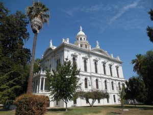 Image of the Merced County Courthouse.
