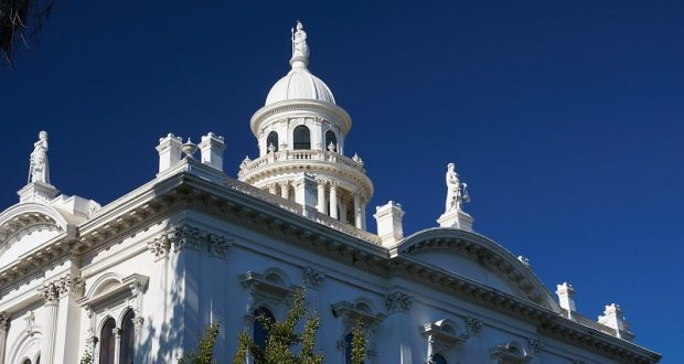 Image of the Merced County Courthouse statues.