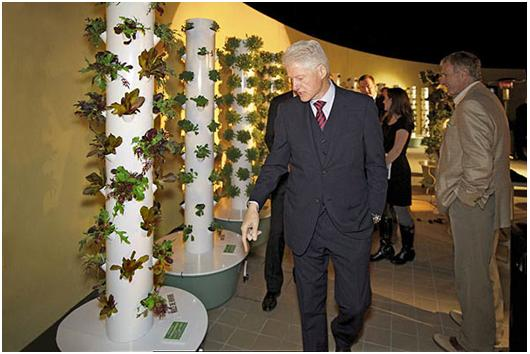 President Bill Clinton visits the rootop Tower Garden farm during Step up On Vines grand opening - photo Tim Blank