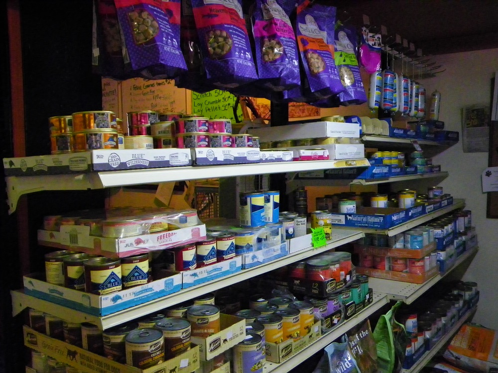 Steves Pets - Dog and cat food at competitive prices - photo by Kellie Flanagan