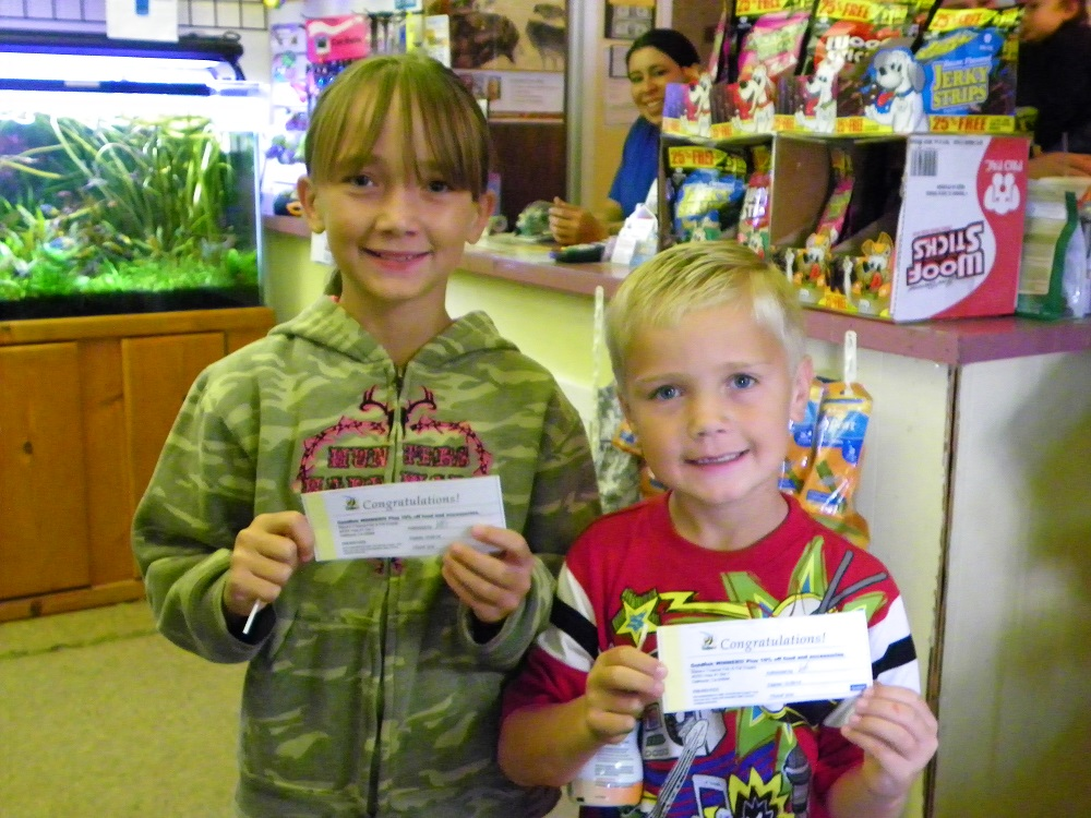 Steves Pets - Kylie and Cody Aleshire are aka kids with fish certificates - photo by Kellie Flanagan