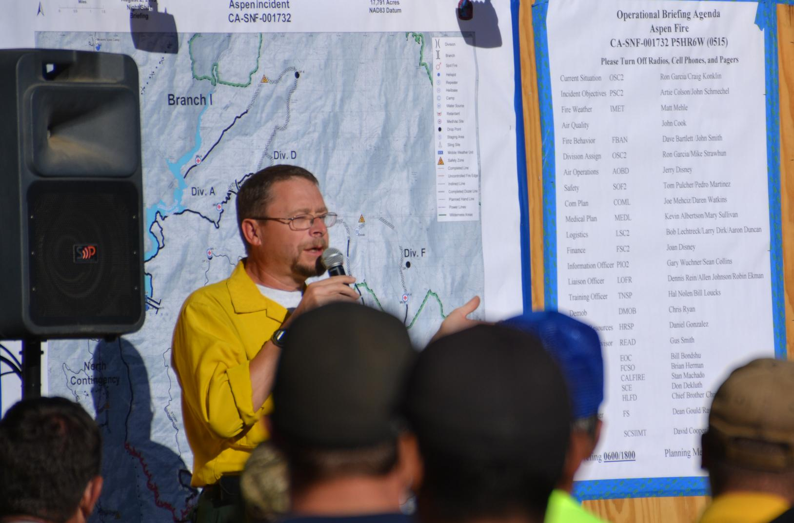 Fire Behavior Analyst Dave Bartlett at evening briefing on Aspen Fire - photo by Gina Clugston