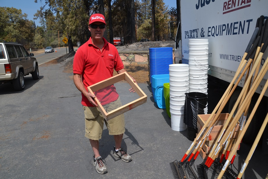 Alan Bryant with sifting boxes on Courtney Fire