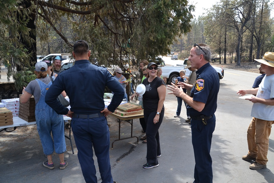 Cal Fire PIO Jeremy Rahn and resident Krissy Franke at relief station on Courtney Fire