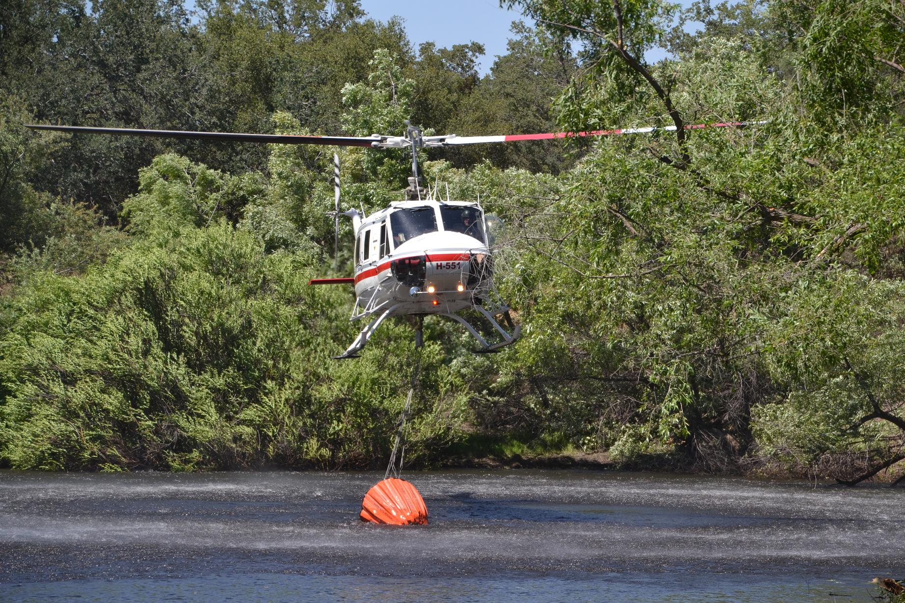 Contract helicopter H-551 - photo by Gina Clugston