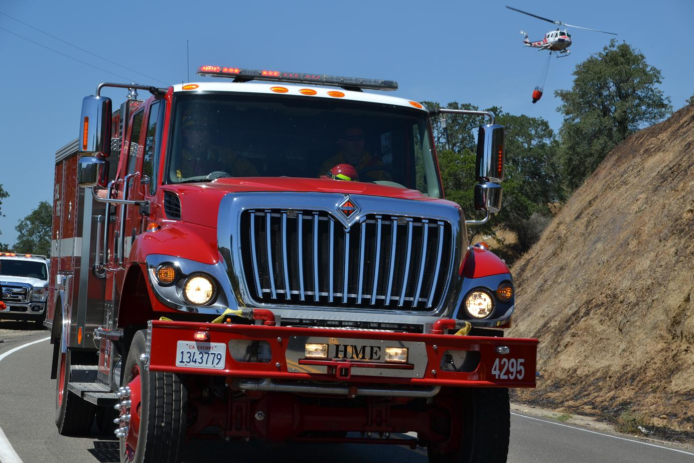 Engine 4295 and Cal Fire helicopter - photo by Gina Clugston