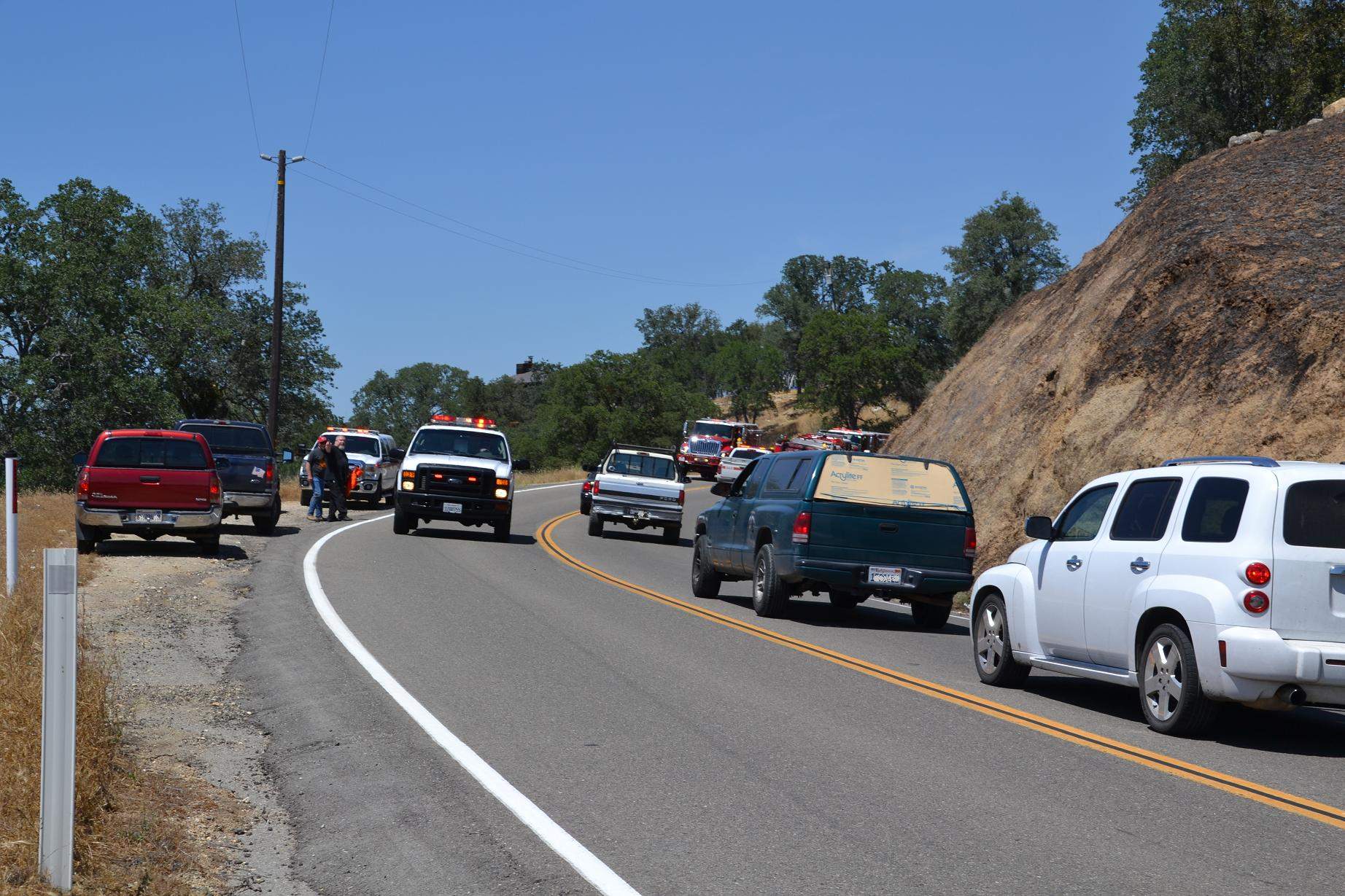 Traffic jam on Road 400 at Lakes Fire - photo by Gina Clugston