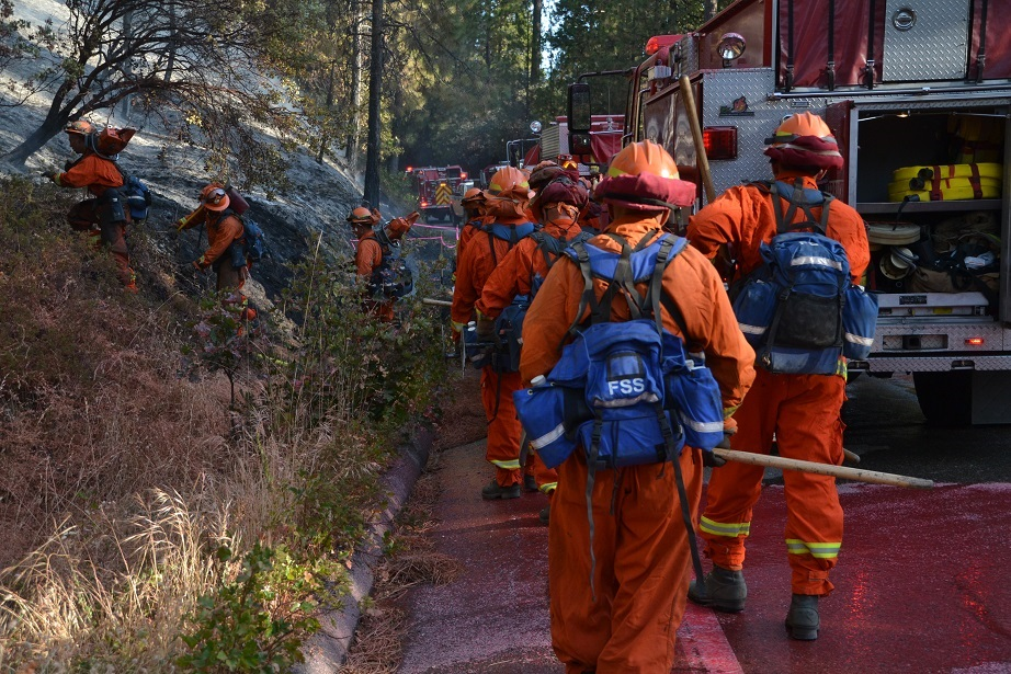 Dept of Corrections crew head for the firelines on the Pines Fire