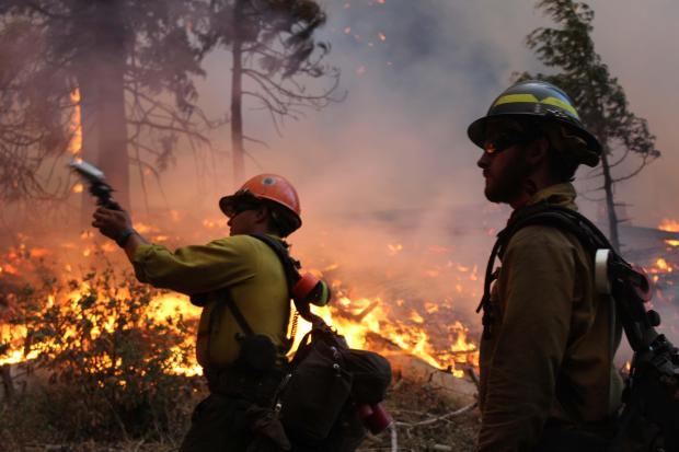 Horseshoe Meadows Hotshots use Very pistols - photo USFS Mike McMillan