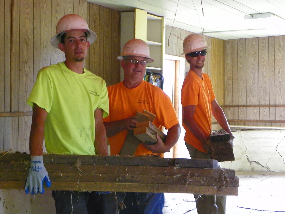 Ahwahnee Hills Regional Park - the guys who will actually tear down the building  - July 28 2014 - photo by Kellie Flanagan