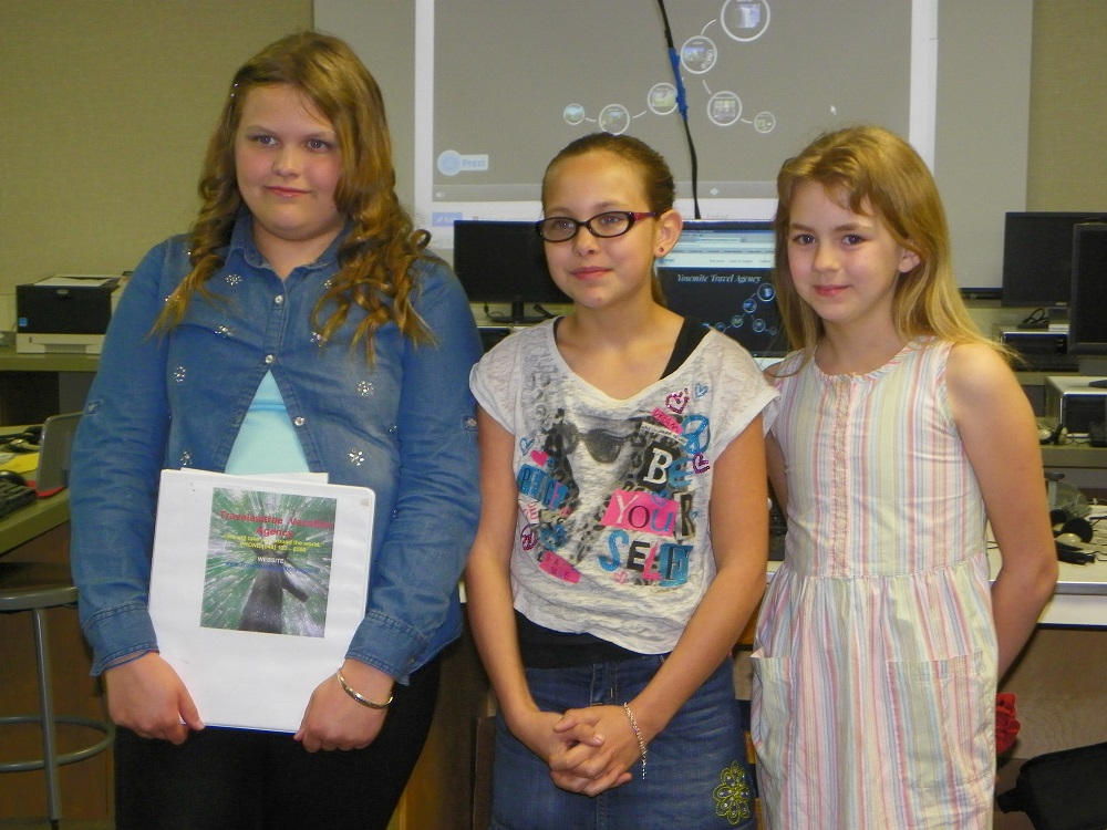 5th grade students are travel agency 3 in Mrs. Wards class at Oakhurst Elementary - photo by Kellie Flanagan