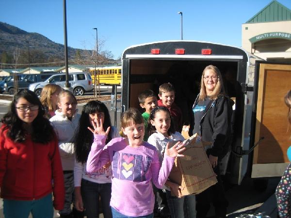 OES Kids with goodies for Manna House