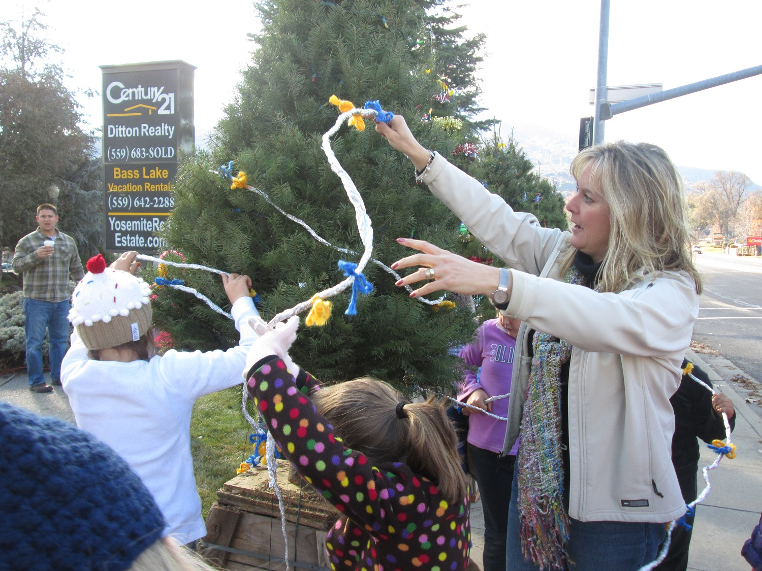 Rivergold students and teachers decorate their Christmas Tree in Oakhurst - courtesy of Rivergold