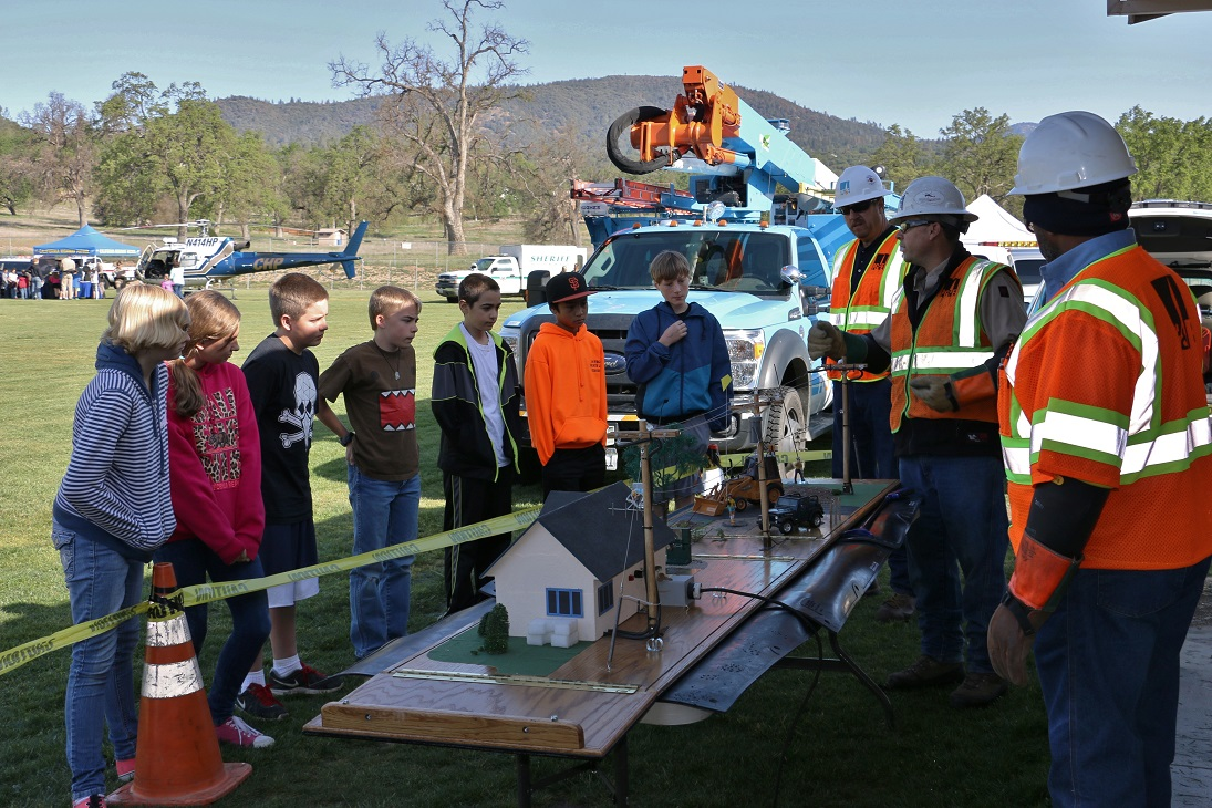 PGE teaches students about safety around power lines