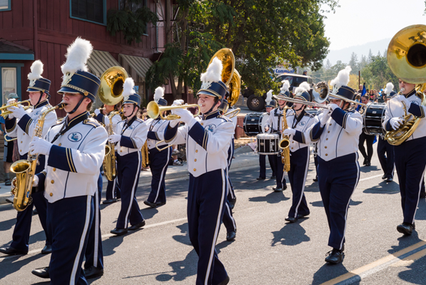 YHS Badger Band on parade - 2014 - Photo by Steve Montalto HighMountain Images