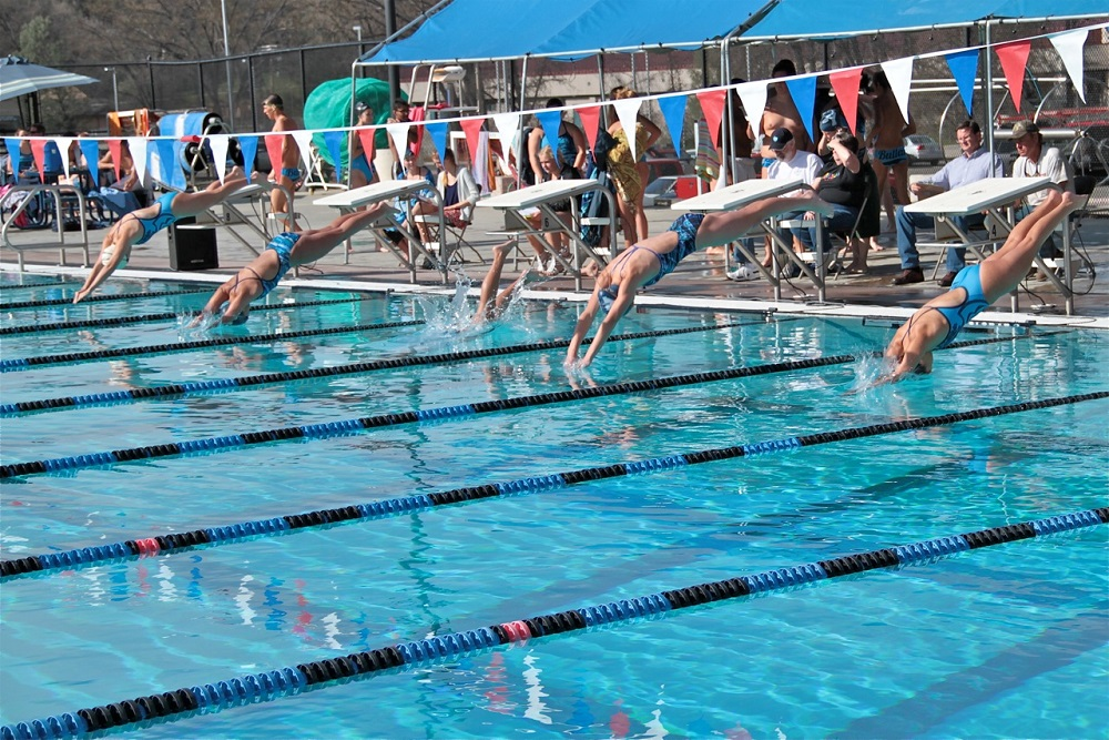 YHS vs Bullard - girls dive in - photo by Dale Hartesveldt