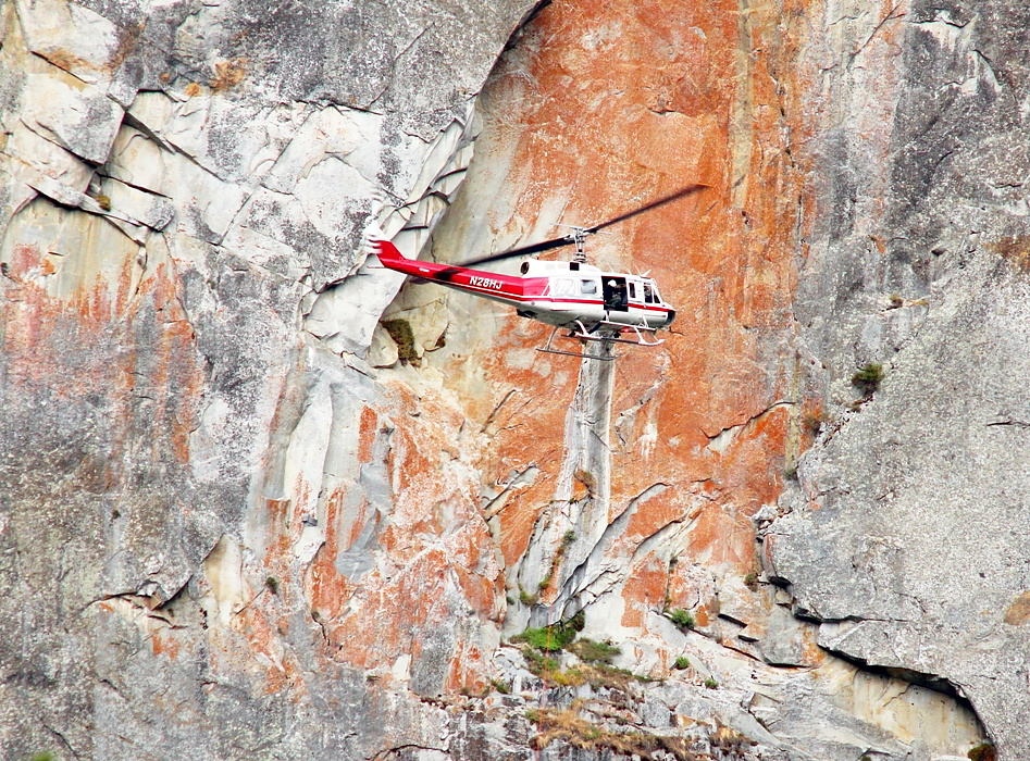 Yosemite Leaning Tower YOSAR rescue - June 2013 - Yosemite fire helicopter 551 with pilot Richard Shatto - Photo by Tom Evans - El Cap Report