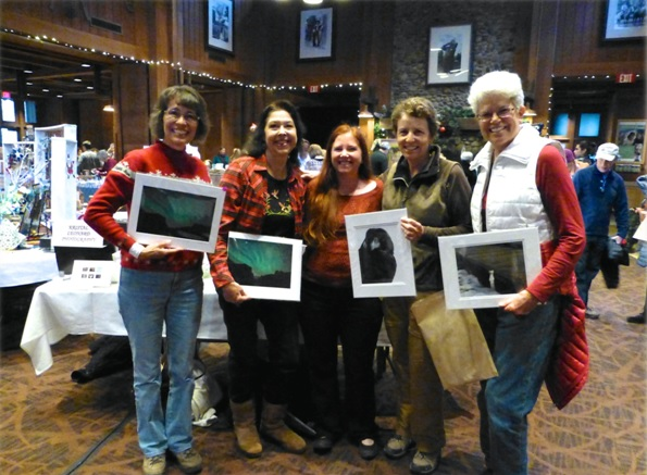 Yosemite Holiday Craft Bazaar 2014 - satisfied shoppers - photo by Candace Gregory
