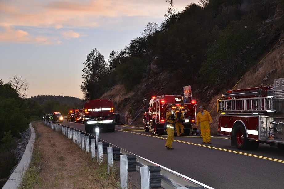 Incident Commander and Frank Bigelow on Road 200 Fire - photo by Gina Clugston Sierra News Online