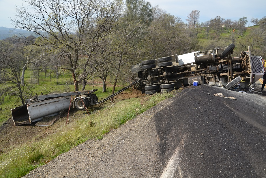 Truck and trailer overturned on 415