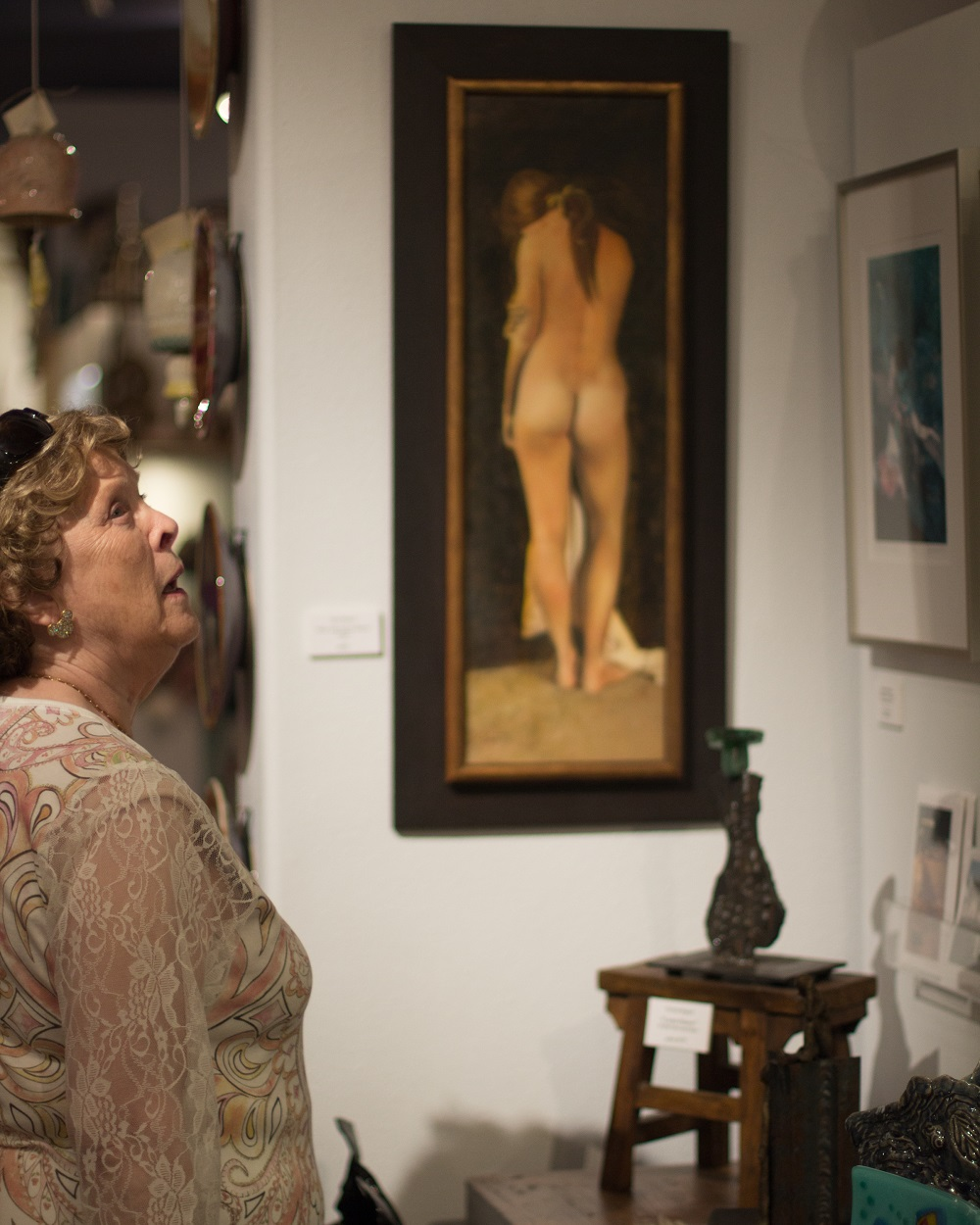Visitor to Sierra Art Trails open house looks around the gallery - photo by Virginia Lazar