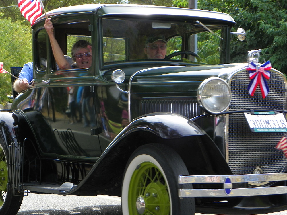 Mountain Heritage Days Parade 2013 - Classic Car 2 - Photo by Kellie Flanagan