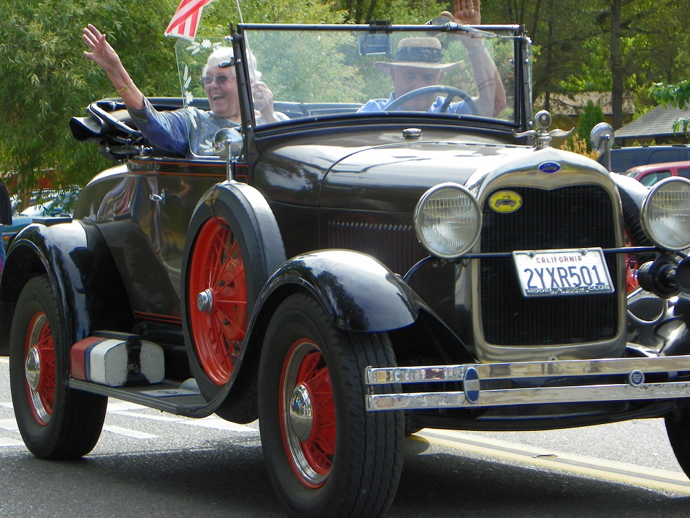 Mountain Heritage Days Parade 2013 - Classic Car 3 - Photo by Kellie Flanagan