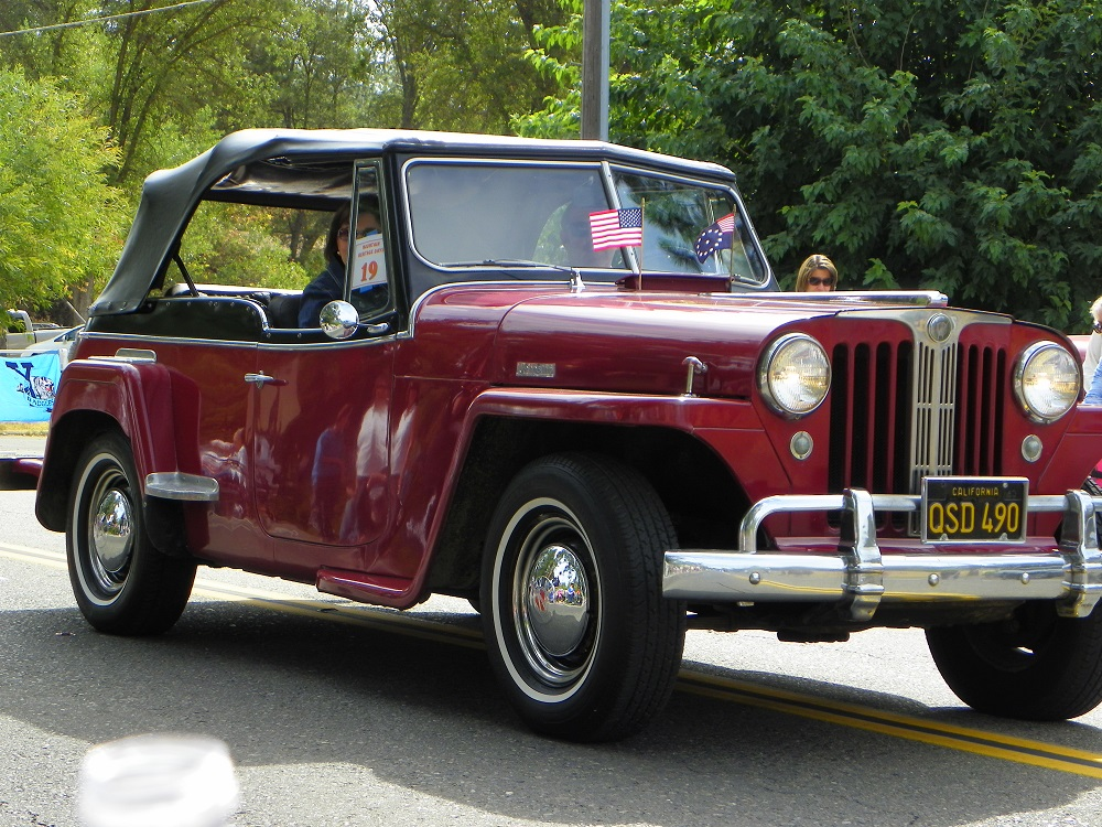 Mountain Heritage Days Parade 2013 - Classic Car 5 - Photo by Kellie Flanagan
