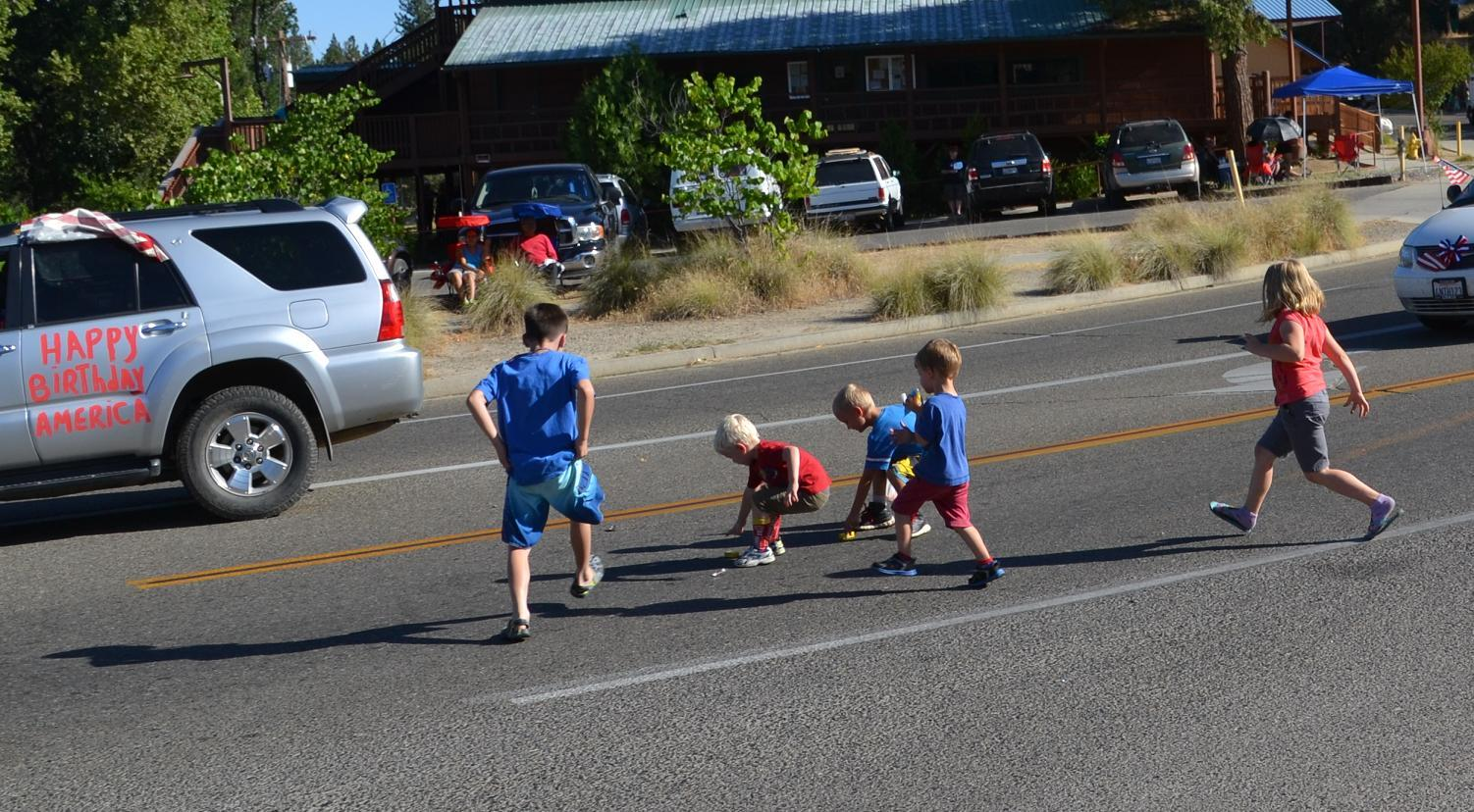 Kids race to collect candy at the Jamboree Parade
