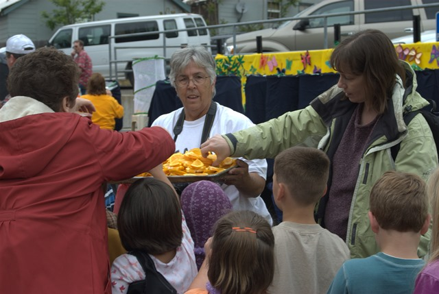 Mariposa Butterfly Festival - Orange slices for butterfly holding - Photo courtesy of Charles Phillips Stone Creek Gallery Mariposa