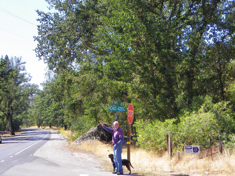 Waving Man Bill Briggs at the crossroads of Highway 41 and 425C in Coarsegold Sept 30 2014 - photo by Kellie Flanagan